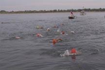 До финиша заплыва - считанные метры